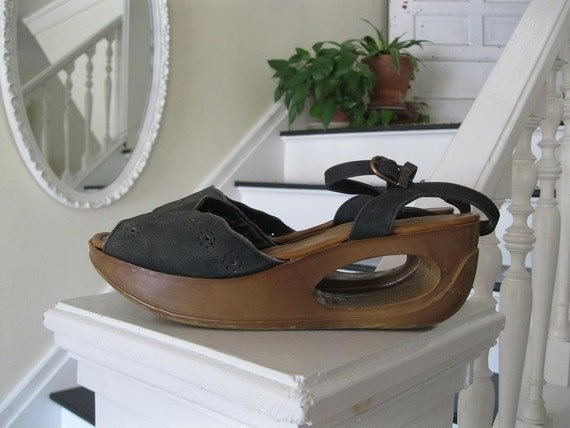 Vintage charcoal gray leather wedge sandals(sz8)