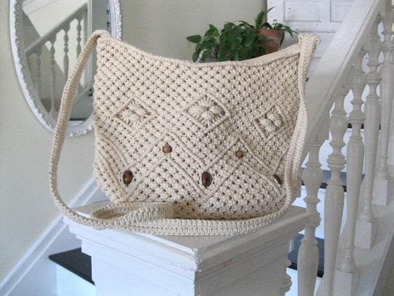 Vintage 70s macrame shoulder bag with wood beads