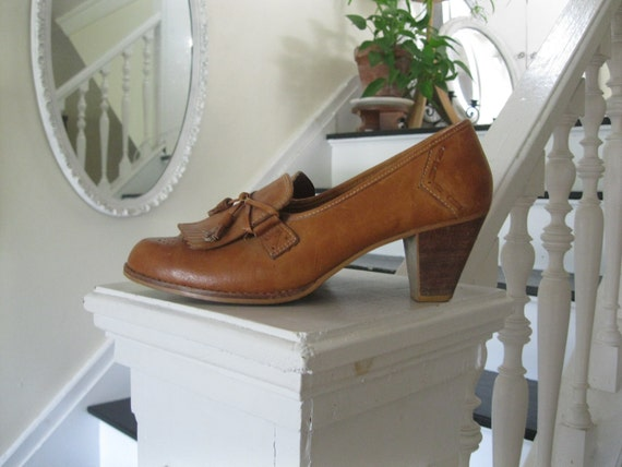 Vintage 70s caramel fringed wood heeled oxford with whipstitch detail(sz 8 1/2M)