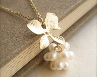 Pearl Ball Pendant Necklace for your White Summer Dress, Flower Jewelry, June Birthstone Necklace, Pearl Jewelry, Botanical Jewelry