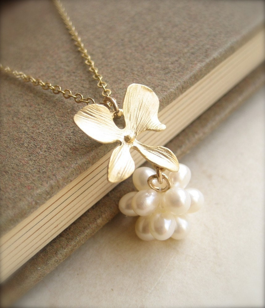 pearl ball pendant necklace for your white summer dress. Black Bedroom Furniture Sets. Home Design Ideas