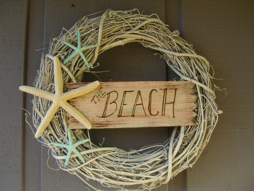 Wreath beach house decor shabby chic by sandnsurfcreations for Summer beach decor