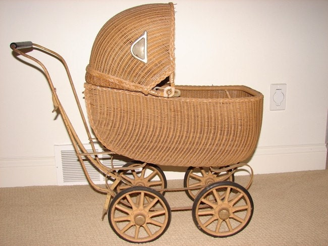 Lloyd Heywood-Wakefield Antique Baby Buggy Carriage