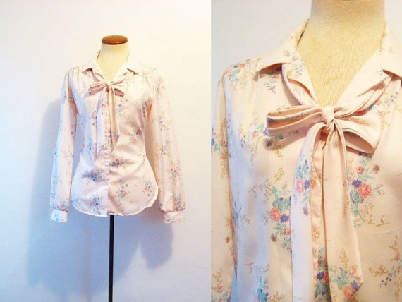 1970s Pussybow Blouse Pink Floral Button Front Feminine Vintage 70s Secretary M Medium Sweet Pink Top