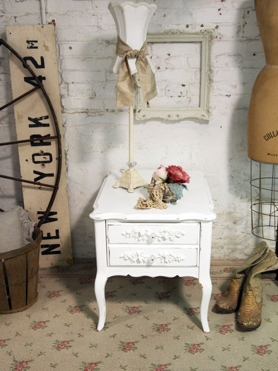 Painted Cottage Chic Shabby White French Vintage End Table ENT235