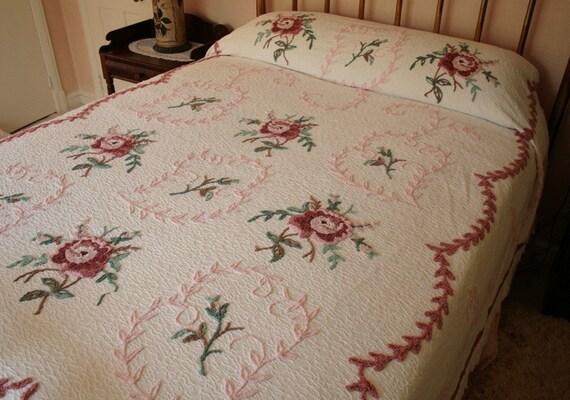 Lovely Pink Cottage Roses Ret Rac Vintage Chenille Bedspread
