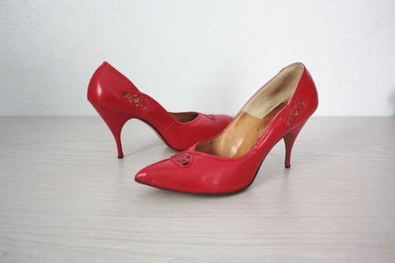 SALE vintage 50s leather pumps - Man Eater pointed toe cut out cherry red pin up bombshell sz 7 sexy heels