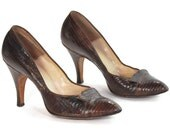 Insanely mod and stylishly pointy toed chocolate leather pumps .stiletto heeled lizard statement shoes -womens size 6-