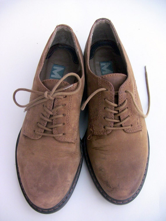 Chunky soled vintage 90s oxfords .menswear chic .leather lace up shoes by Mia .womens 7 and made in Brazil