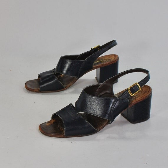 The Eldest Bandolino .Serenely Stunning navy blue leather sandal heels ,chunky heels -womens size 7-made in Italy