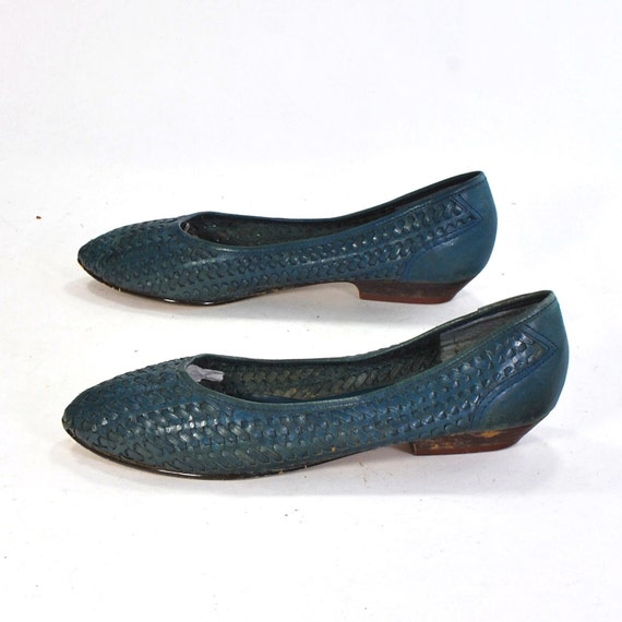 Name that color vintage flats .Topaz or Turquoise woven leather short heels  -womens size 7 or 6.5- .West 31st