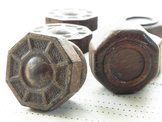 6 salvaged vintage radio turn knobs