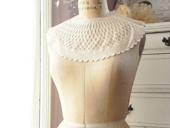 1 applique neck collar