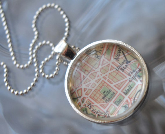 The White House WASHINGTON DC Vintage World Traveler Pendant Necklace