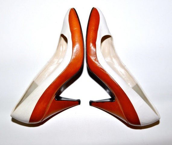 Make an Offer ITALIAN Leather 1980s Saddle and White Leather PUMPS High Heels Made in Italy Ladies sz 5.5
