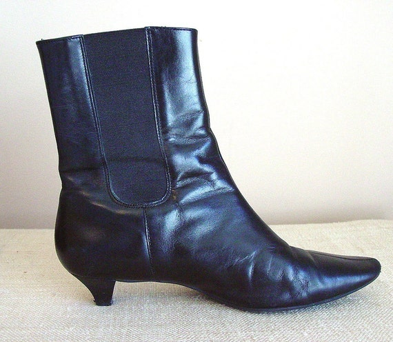 Vintage black leather boots Talbots mid-calf pointy toe pull on Size 7.5