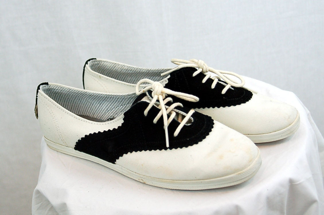 vintage saddle shoes keds saddle shoes saddle by vintagerunway