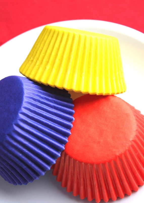 Primary Colored Cupcake Liners in Red, Blue and Yellow (60)