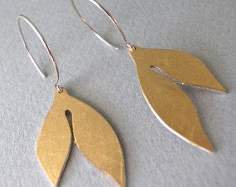 gold dangle earrings - shape 7