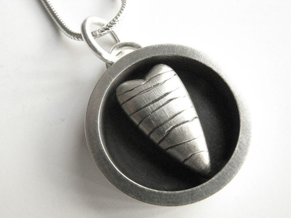 circle heart pendant - striped heart