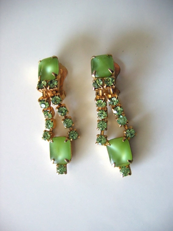 Vintage 1950's, Rhinestone Clip on Earrings. Dangle, drop. Hollywood glamour. Green.