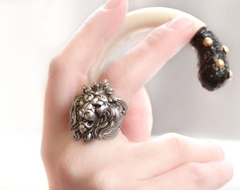 Game of Thrones Lanister Lion Ring Adjustable Vintage Style Filigree Band