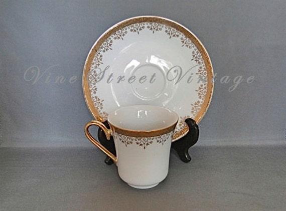 Vintge Set of Six Porcelain Czechoslovakia Tea cups and Saucers