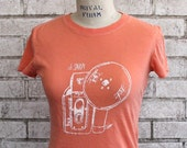 Oh Snap Camera tshirt, Womens Cotton Crewneck Tee Shirt in peach, Hand Printed, Screen-print Shirt, Made To Order, Photographer, Photography