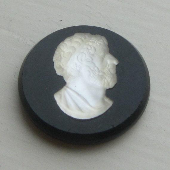 Vintage Caesar round glass cameo (20 mm)