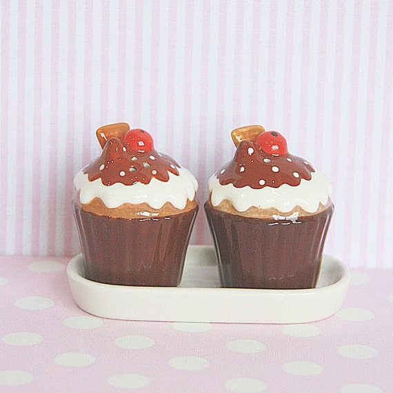 Salt and Pepper Shakers Set come with Its own Tray -  Chocolate Fudge with Cherry and Wafer on Brownie Cup Cake Ceramic