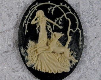 "40x30mm Cameo - Ivory on Black - ""Girl with Fawn"" - 1pc : sku 10.12.11.9 - N16"
