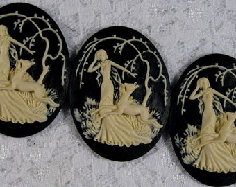 "40x30mm Cameo - Ivory on Black - ""Girl with Fawn"" - 3 pcs : sku 10.12.11.9 - N16"