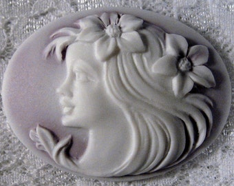 """40x30mm Cameo - White on Lilac - """"Flower Girl"""" - 1pc : sku 10.12.11.10 - N17"""