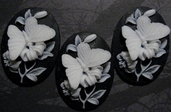40x30mm Cameo - White/Black - Butterfly - 3 pcs : sku 05.21.11.34 - L23