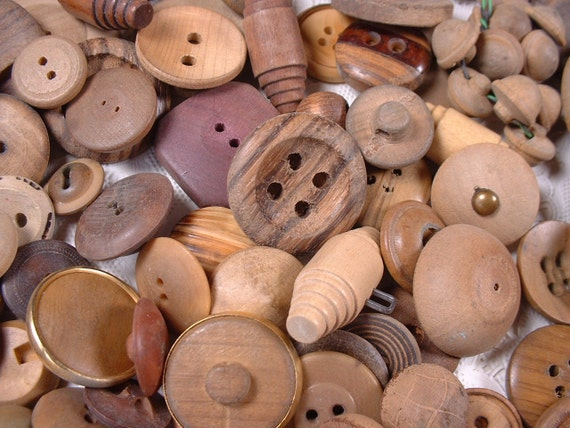 Lot Vintage Wood Buttons