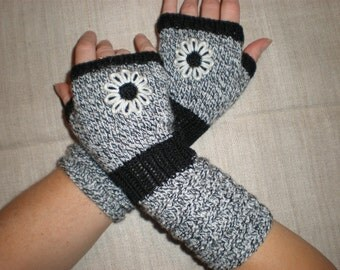 Bohemian gloves - Floral gloves - Flower wrist warmers - Black and white gloves - Pattern wrist warmers - Bead Mittens - Fingerless gloves