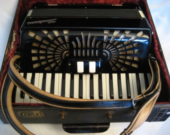 Vintage  Accordion - 48 Bass Cantarini From Italy - With Original Case