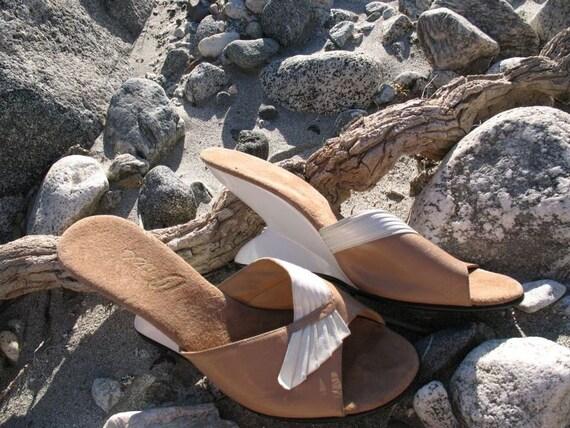 Vintage 1960's Tan and Cream Slide Heels- 10