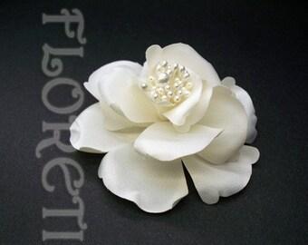 Items Similar To Rosette Bridal Wedding Veil And Rosette