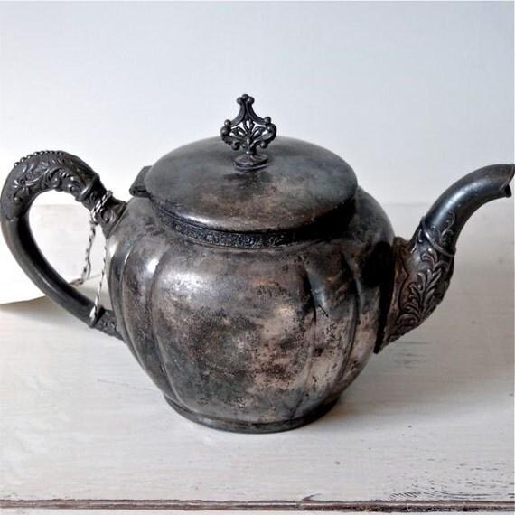 Pretty Quadraplate Teapot