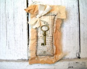 Mini Fiber Art- Shabby Key