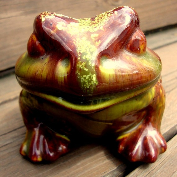 Great Earthy 80s Vintage Garden Toad Statue