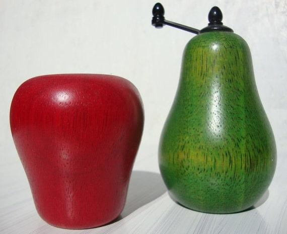 Vintage Wood Apple and Pear Salt and Pepper Mill Set