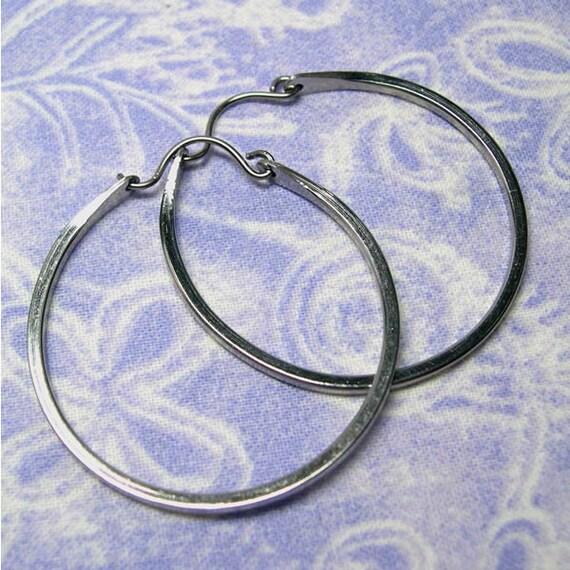 Niobium hoop earrings: Large in square wire