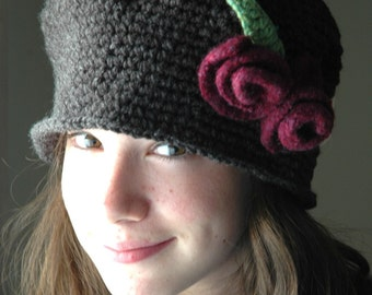 Heather Gray  Crochet Cloche Hat with Red Wine Wool  Felted  Roses, Flapper gray hat with burgundt Felted  Roses