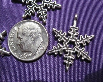 Snowflake Charm Tibetan Silver Jewelry Supply 5 pieces