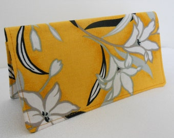 Checkbook Cover Coupon Holder - White Lily