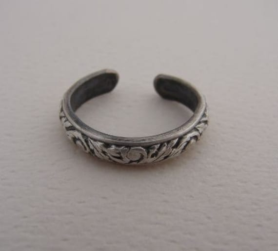 Sterling Silver Toe Ring  with Leaf Pattern