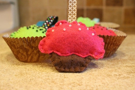 Shocking pink Cupcake with pearled beads keychain