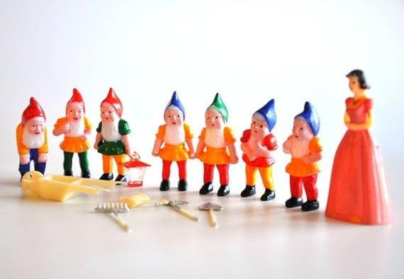 Snow White & The Seven Dwarfs Vintage Cake Toppers
